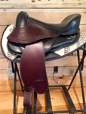 Freeform Scout Treeless Saddle with Fenders.